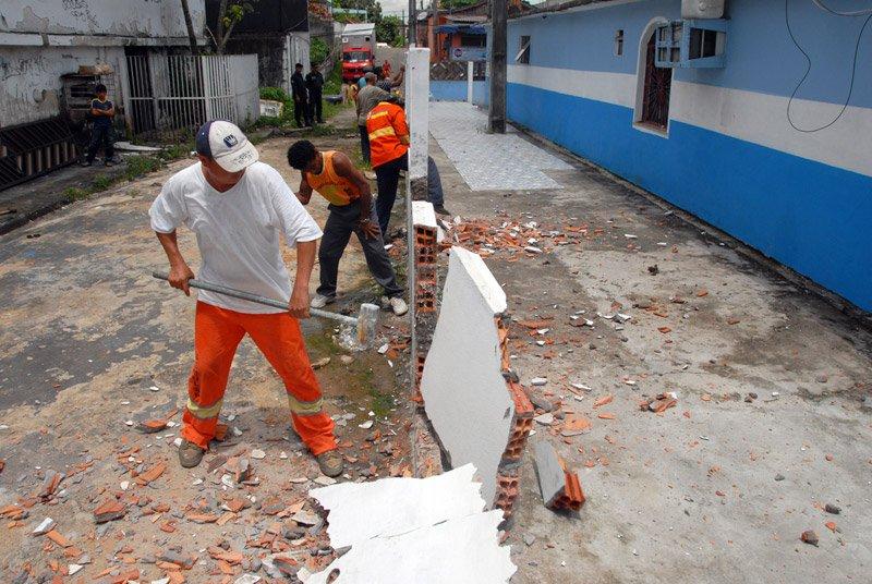 muro-irregular-demolido-1